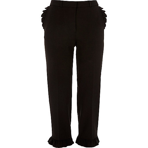 Pantalon court noir à bordures à volants