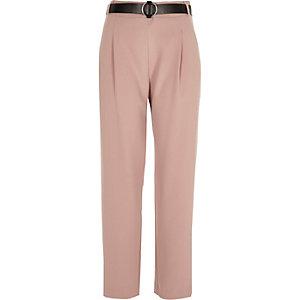 Pantalon rose fuselé à ceinture