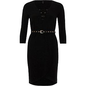 Robe moulante noire lacée avec ceinture