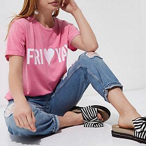 Petite – T-shirt rose avec inscription «Fri-yay» à paillettes
