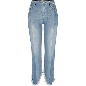 Hellblaue, kurz geschnittene Straight Jeans mit Fransen