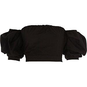 Zwarte bardot crop top met pofmouwen en knoop op de rug