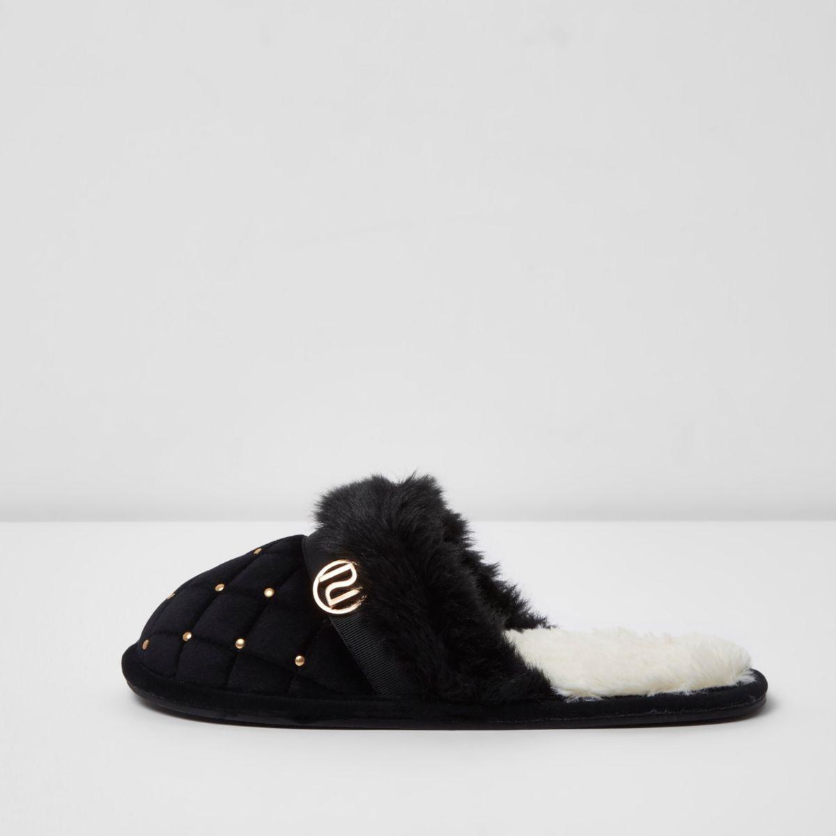 Zwarte doorgestikte pluizige pantoffels met versiering