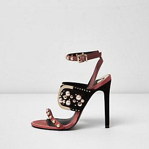 Donkerrode minimalistische sandalen met studs en gesp