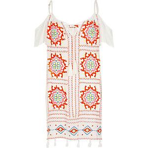 Witte schouderloze geborduurde jurk