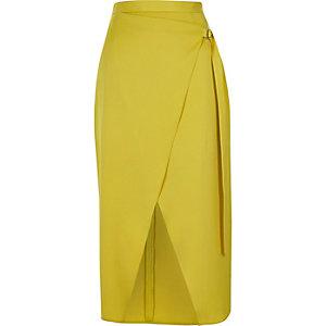 Jupe portefeuille mi-longue jaune avec anneau en D