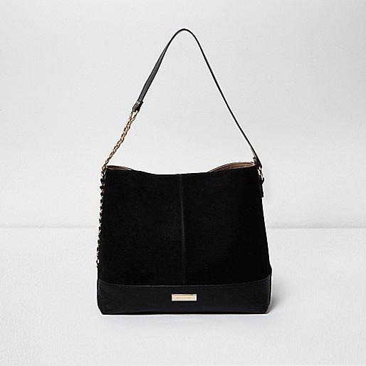 Zwarte tas met ketting aan de zijkant