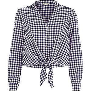 Marineblaues, kurzes Hemd mit Karos