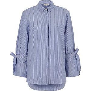 Blaues, langärmliges Hemd mit Streifen