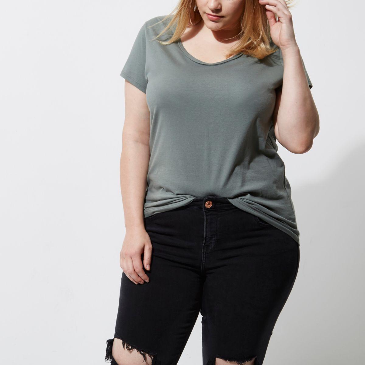 Plus - T-Shirt in Khaki mit U-Ausschnitt