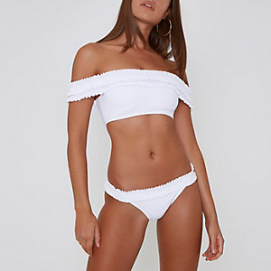 Weiße, geraffte Bikinihose
