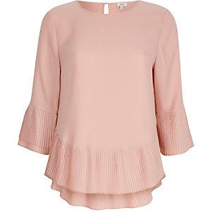 Roze top met geplooide zoom