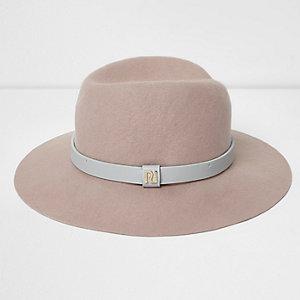 Chapeau fedora rose clair à bord large