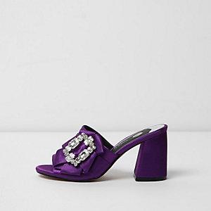 Mules violettes ornées de pierres fantaisie à talons carrés