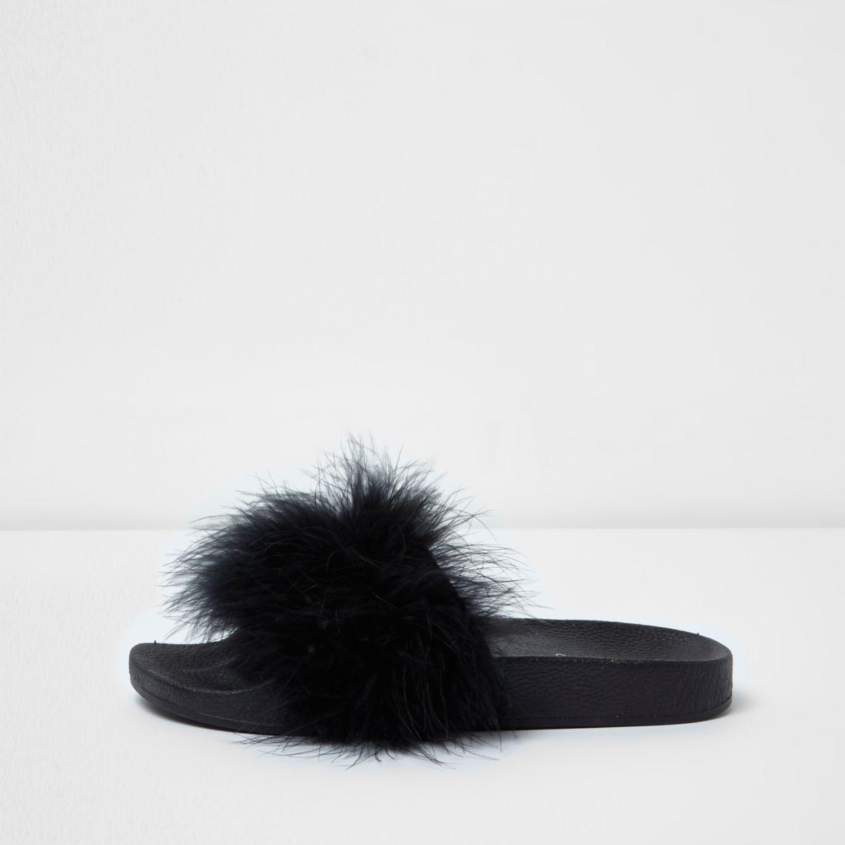 Claquettes  noires duveteuses