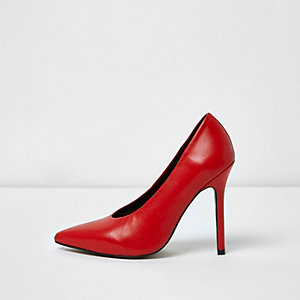 Red pointed high vamp court shoes