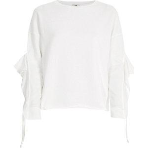 Wit sweatshirt met ruches aan de mouwen
