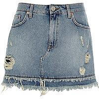 Mini-jupe en jean bleu moyen à ourlet effiloché