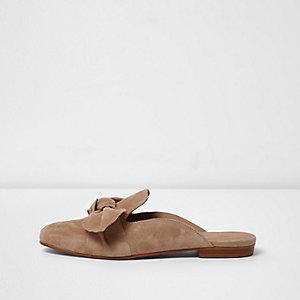 Camelkleurige loafer zonder hiel met strik voor
