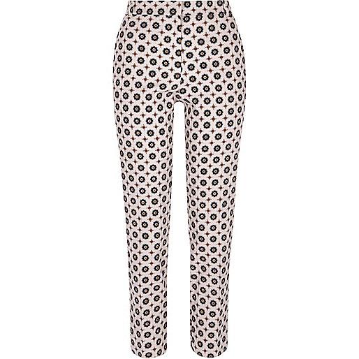 Roze smaltoelopende broek met geometrische  print