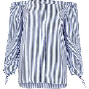 Blaues, gestreiftes Hemd mit Schulterausschnitten