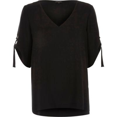 Zwart T-shirt met V-hals en D-ring