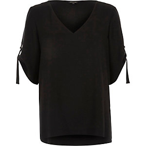 Black D ring detail V neck T-shirt