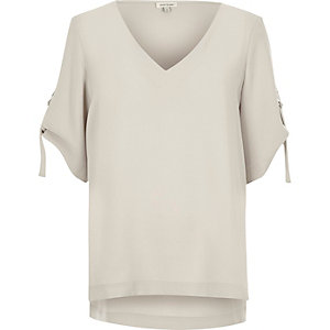 Light grey D ring detail V neck T-shirt