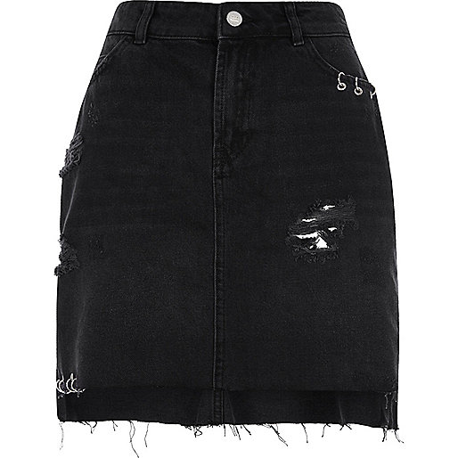 Black ripped eyelet ring denim skirt