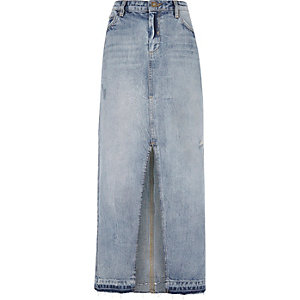 Jupe longue en jean bleu fendue sur le devant