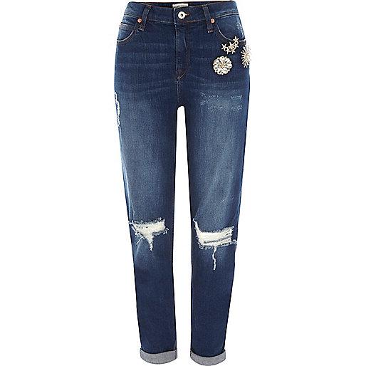 Dark blue brooch ripped boyfriend jeans