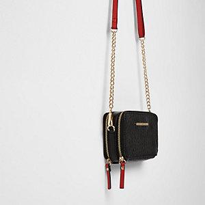 Zwarte crossbodytas met twee ritsen en ketting