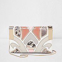 Roze crossbodyclutch met slangenprint