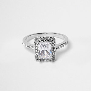 Zilverkleurige rechthoekige ring met siersteentjes