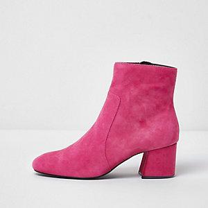Roze suède enkellaarsjes met blokhak