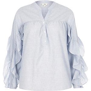Chemise rayée bleue avec manches à volants