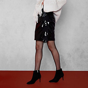 RI Studio – Mini-jupe en cuir noire vernie