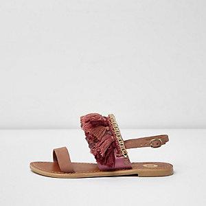 Sandales en cuir roses ornées de pampilles