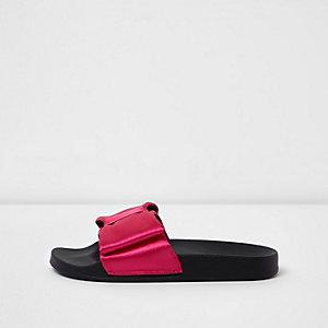 Roze slippers met satijnen strik