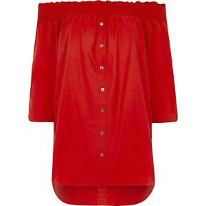 Chemise rouge à encolure Bardot froncée