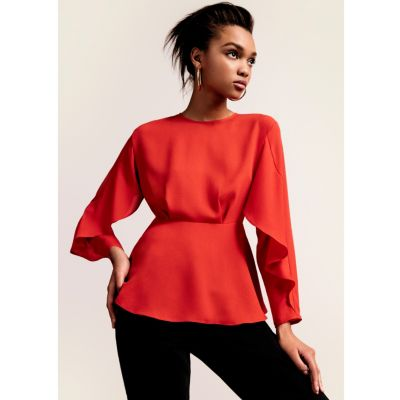 Rode blouse met lange mouwen en ruches