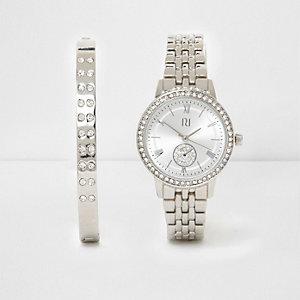 Set mit silberner Armbanduhr und Armband