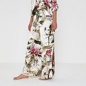 Bas de pyjama en satin crème motif tropical