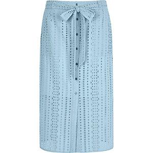 Jupe mi-longue bleu clair brodée boutonnée