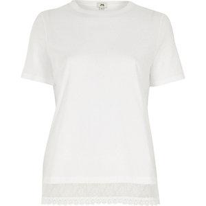 T-shirt blanc avec ourlet en dentelle