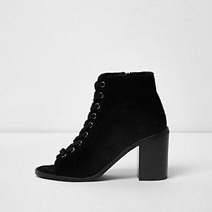 Zwarte suède peeptoe laarzen met vetersluiting