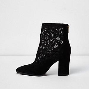 Zwarte puntige laarzen met blokhak en kanten inzetstuk