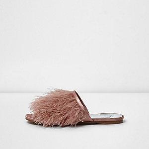 Lichtroze slip-on sandalen met veren