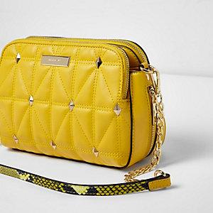 Gele doorgestikte crossbodytas met studs