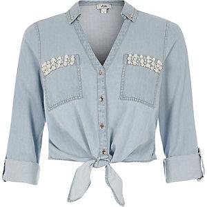 Chemise en jean courte bleu clair ornée